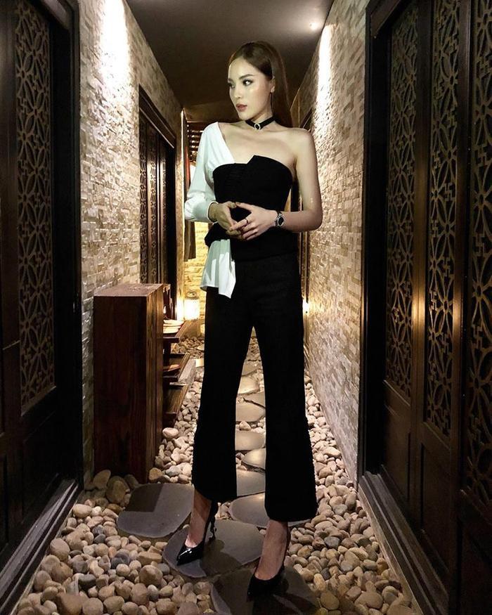 Dù có màu sắc sặc sỡ hay đơn giản thì tiêu chí chọn quần đầu tiên của Duyên phải là loe ống.