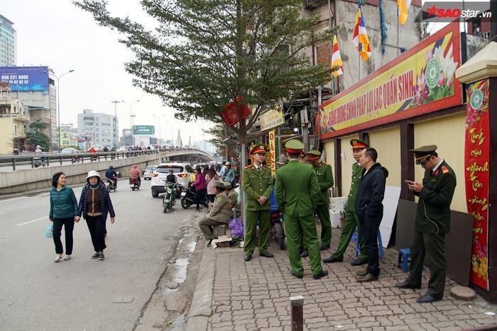 Để chủ động đảm bảo ANTT, TTATGT, TTCC cho buổi lễ cầu an chùa Phúc Khánh, Công an quận Đống Đa (Hà Nội) đã chủ động phương án phân công nhiệm vụ cho các đơn vị nghiệp vụ, công an các phường.