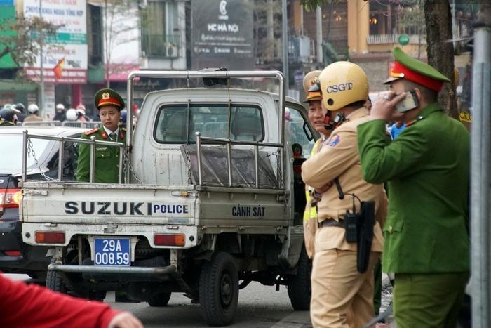 Lực lượng Công an 13 đội nghiệp vụ và 16 công an phường được huy động đảm bảo an ninh buổi lễ.