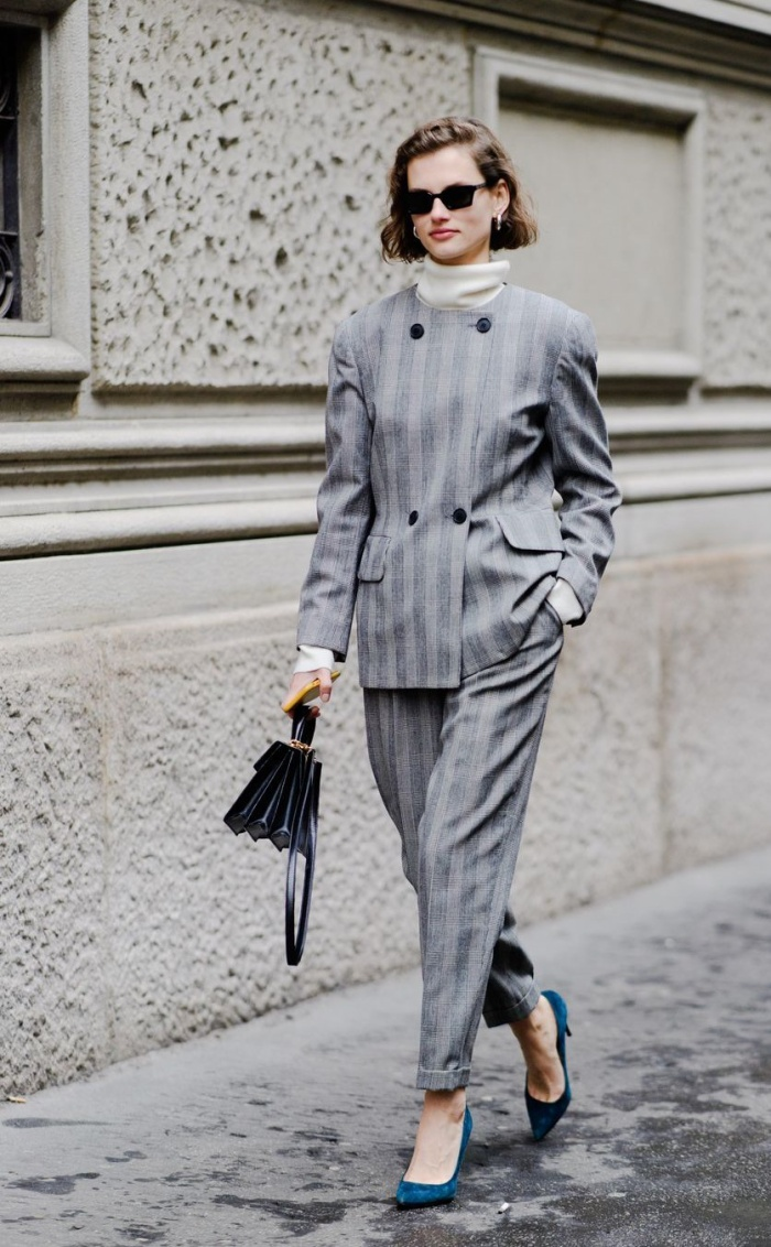 Vào những ngày trước đó, họa tiết kẻ sọc đã xuất hiện khá nhiều trên đường phố Milan và cả tại London – nơi cũng đang diễn ra tuần lễ thời trang thu hút không ít sự chú ý những người yêu thời trang.