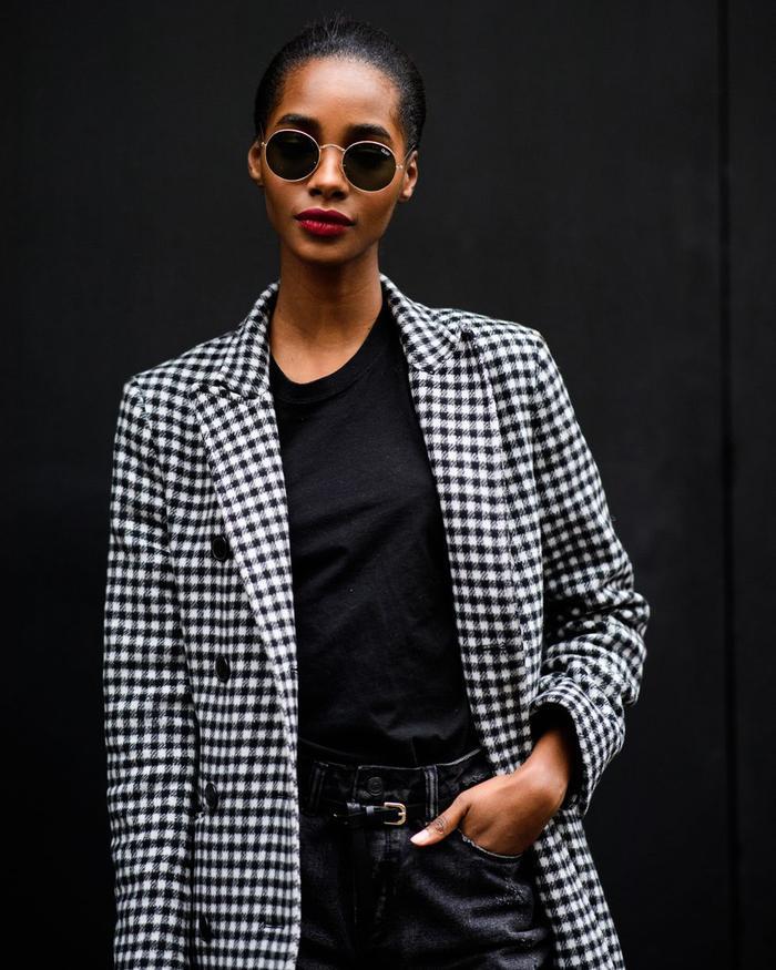 """Milan, London được xem là những """"kinh đô thời trang"""" hàng đầu thế giới. Chính vì vậy những bộ cánh mà các tín đồ thời trang khoe sắc tại nơi đây cũng chính là những xu hướng mới nhất mà giới trẻ đang mong đợi."""
