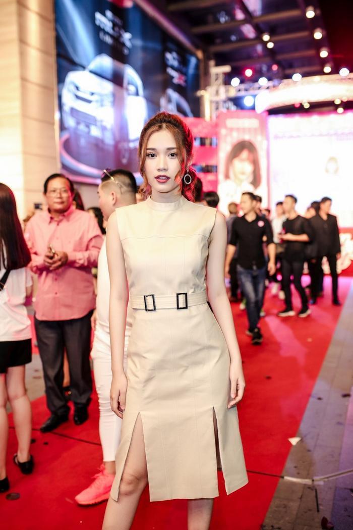 Không kém cạnh đàn chị, Quỳnh Hương cũng sẽ có vai nữ chính trong phim điện ảnh Hạ cuối tình đầu vào tháng 4 tới.
