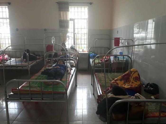 Các em học sinh vẫn đang được theo dõi tại bệnh viện.