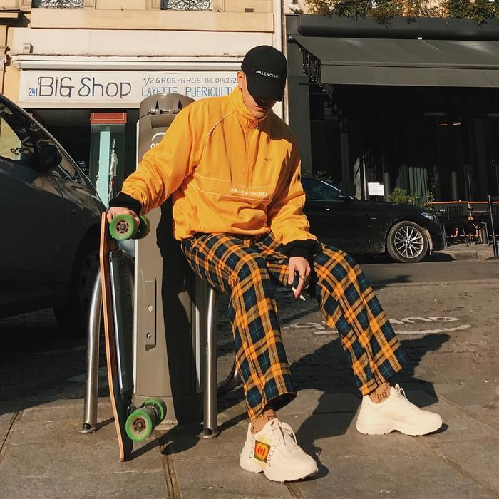 Đôi ugly shoes - giày xấu xí của Gucci, cũng là một trong những món đồ anh chàng mua được.