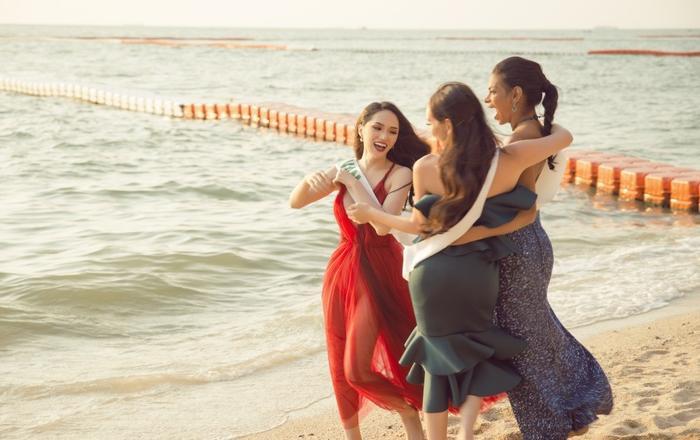 Các thí sinh diện trang phục nổi bật tham gia các hoạt động tại biểnPattaya.