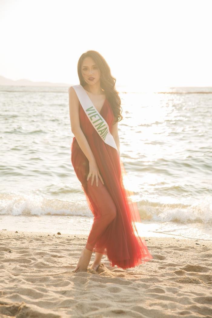 Vẻ đẹp ngày càng chín muồi của đại diện Việt Nam tại Miss International Queen Pageant 2018.