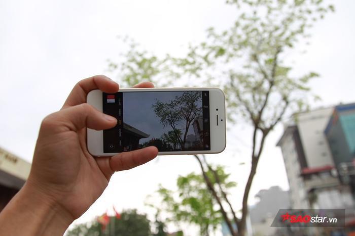 Không cần dùng máy ảnh chuyên nghiệp, chỉ cần giơ điện thoại lên, nhiều người cũng thu được khuôn hình đẹp đẽ.
