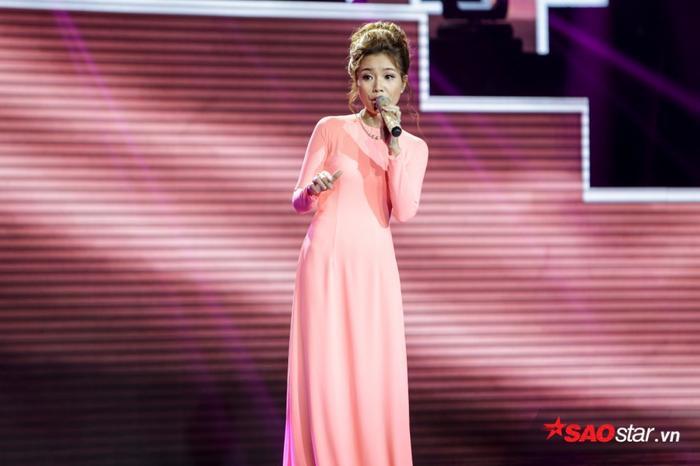 Cũng như Hoài Thương, cô giáoNguyễn Thị Hồng Phấndự thi ca khúcSầu lẻ bóng songvẫn chưa đủ đặc biệt để chinh phục được 3 HLV.