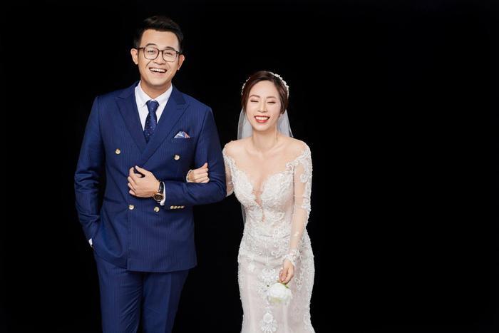 """MC Đức Bảo của chương trình """"Chúng tôi là chiến sĩ"""" cùng người vợ xinh đẹp Thảo Bùi."""