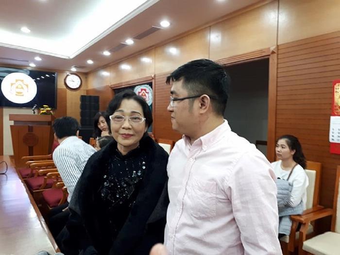 Bà Thanh cùng cậu con trai 26 tuổi tại Bv Trung ương quân đội 108 ẢNH: HẢI ÂU