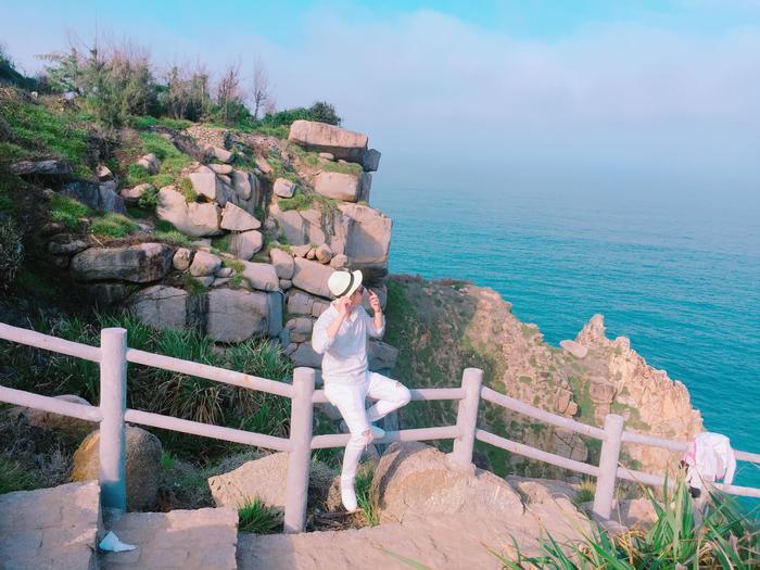 Mới đây, cô bạn Linh Đan ở Đà Nẵng cùng nhóm bạn 3 người khác đã có chuyến đi và trải nghiệm vô cùng thú vị đến vùng đất này. Phú Yên trong ấn tượng của 4 thanh niên Đà Thành ngoài vẻ thần tiên còn lại những trải nghiệm dịch vụ, ẩm thực ngon-bổ-rẻ.