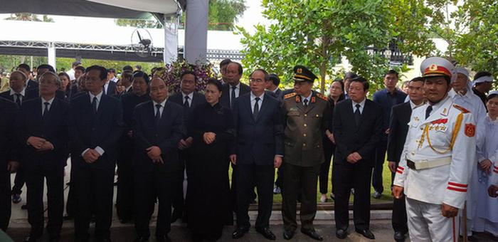 Lãnh đạo Đảng và Nhà nước có mặt tại lễ an táng cố Thủ tướng Phan Văn Khải tại nhà riêng - Ảnh: VIỄN SỰ