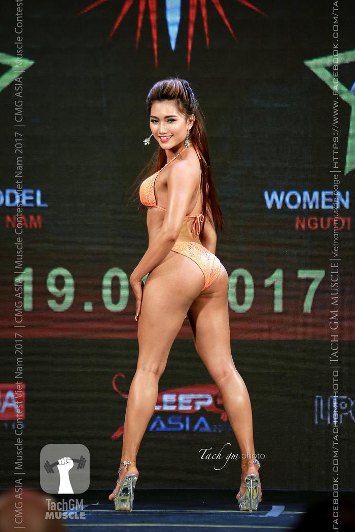 """""""Thật sự thì vòng 3 - 100cm là lúc mình ép cân để tham gia cuộc thi fitness toàn quốc. Sau đó thì không ép nữa nên giờ chắc khoảng 95 thôi"""", Cẩm Tiên đính chính. Cũng ở cuộc thi này, cô gái xinh đẹp đã vào đến Top 4."""