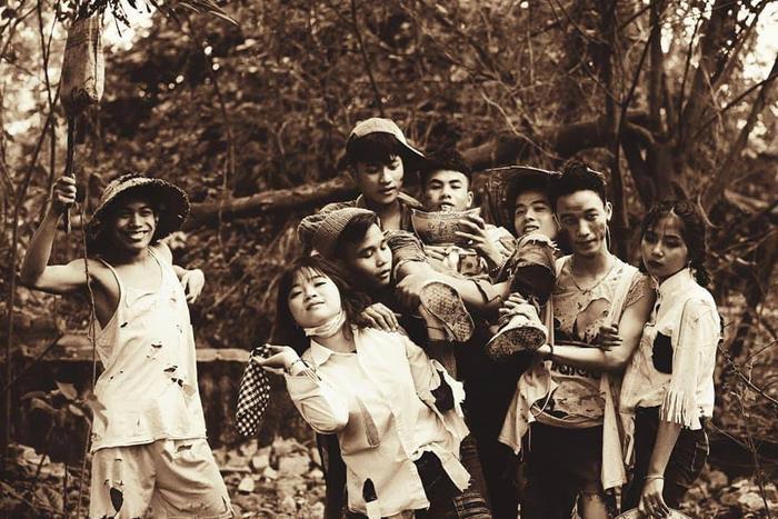 Bạn Minh Nguyễn thành viên trong lớp 12A1 chia sẻ lớp có 42 người nhưng chỉ 20 thành viên tham gia chụp vì một số sợ bẩn.