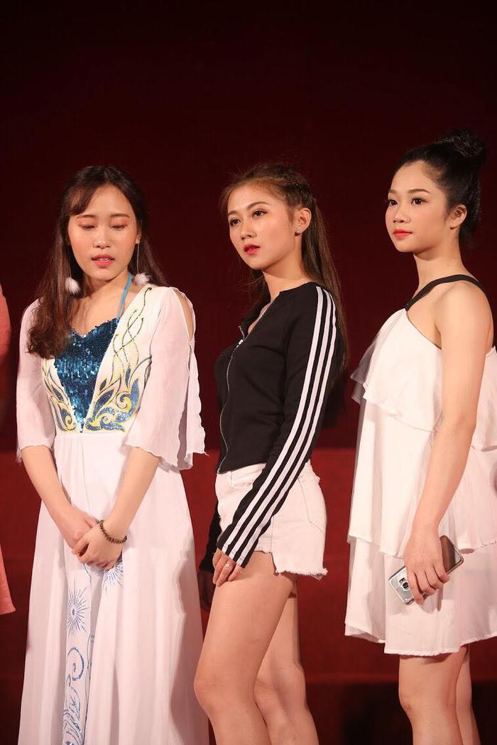 Trong suốt chặng đường thi Miss vừa qua, Khánh Linh đã tham gia rất nhiều hoạt động giúp bản thân cải thiện kỹ năng ứng xử.