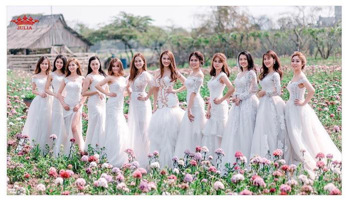 Top 12 thí sinh góp mặt trong đêm chung kết Miss Thủy lợi. Linh chia sẻ dù ai dành Miss năm nay cũng đều xứng đáng vì mỗi thí sinh đều đã cố gắng 200% sức của mình.