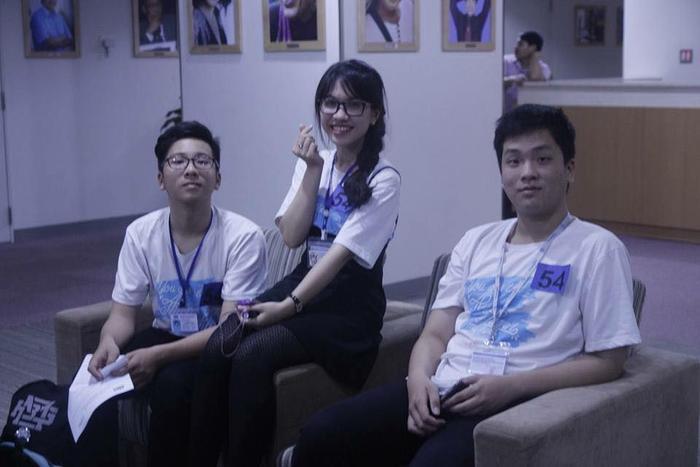 Phương Uyên khi tham gia Giải đấu tranh biện trường teen trên VTV