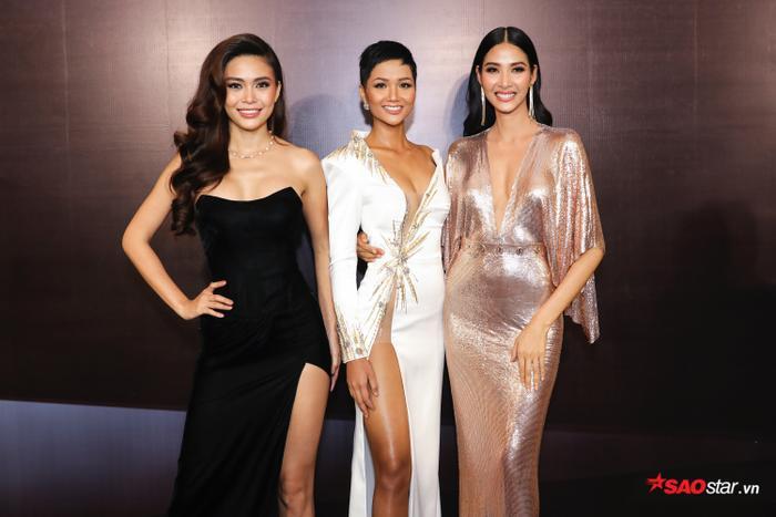 Top 3 Hoa hậu Hoàn vũ Việt Nam 2017: Á hậu 2 Mâu Thuỷ – Hoa hậu H'Hen Niê – Á hậu 1 Hoàng Thuỳ (từ trái qua)