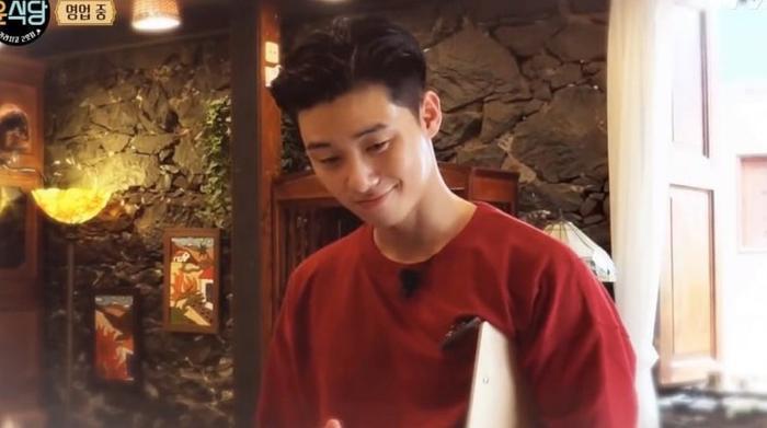 Vẻ điển trai đốn tim thực khách của Park Seo Joon.