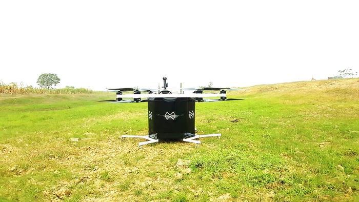 Để có thể bay thử nghiệm, anh Trí đã phải 5,6 đập bỏ máy của mình để chế tạo lại.