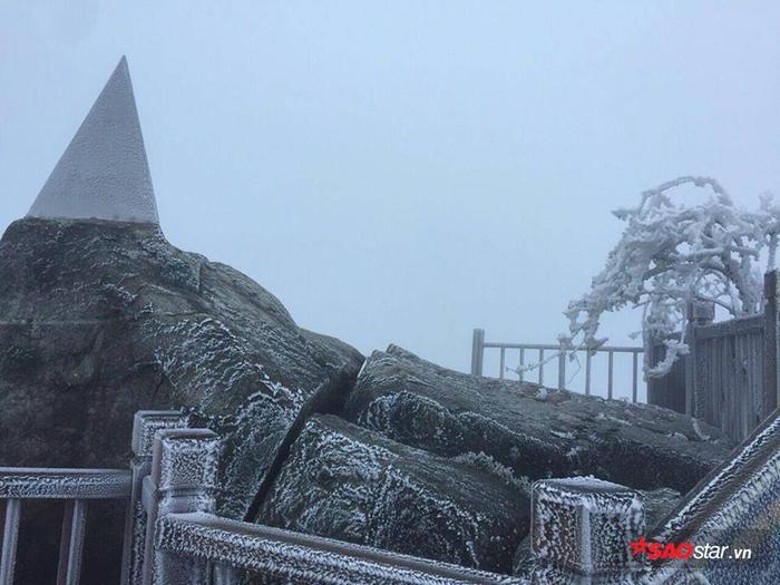 Theo Trung tâm Dự báo khí tượng thuỷ văn Quốc gia, sáng ngày 5/4, có một đợt gió mùa đông bắc mạnh từ phía bắc tràn xuống Bắc Bộ gây mưa, mưa rào và dông trên diện rộng. Nhiệt độ các khu vực đồng loạt giảm thấp, trời chuyển rét, vùng núi rét đậm, các vùng núi cao trời rét hại sâu.