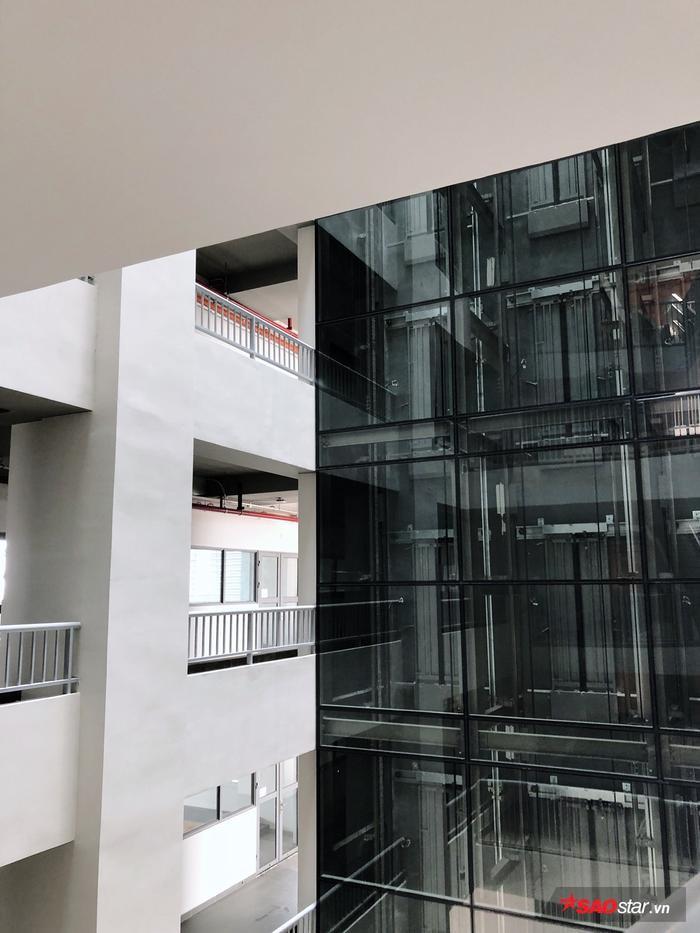 Ngôi trường được ví von là quần thể kiến trúc hiện đại mang hơi thở châu Âu.