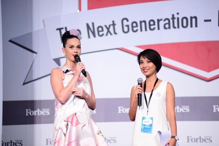 Lần đầu tiên Katy đến Việt Nam là vào năm 2015, tại TP HCM. Tại đây, nữ ca sĩ đã tham dự một sự kiện tôn vinh những người phụ nữ trẻ tuổi thành công trong cuộc sống.