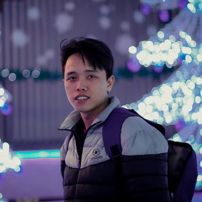 Mai Xuân Huy sinh năm 1989, hiện đang làm việc trong lĩnh vực thiết kế, quảng cáo tại Đắk Lắk, Buôn Mê Thuột.