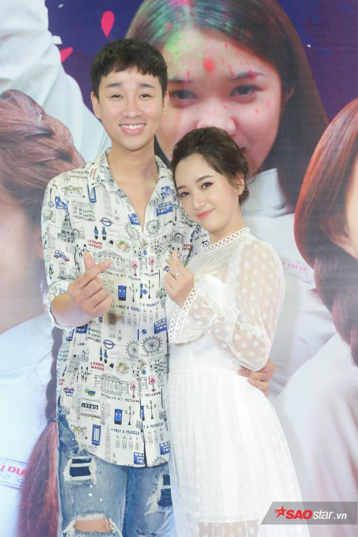 Hải Triều đến chúc mừng cô em gái Gia Linh.