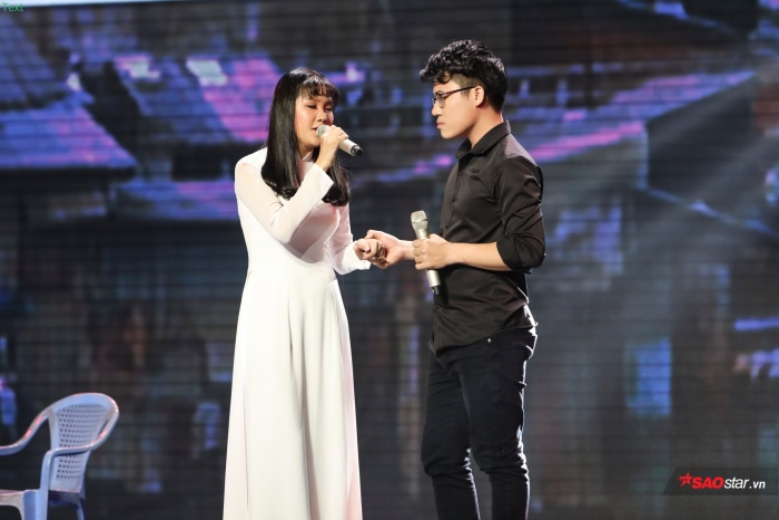 Cặp đôi Duy Cường - Quỳnh Trâm trao nhau nhẫn cỏ trước khi mẹ của nữ chính tìm lại con gái.