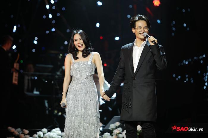 Là khách mời đặc biệt trong cả hai đêm concert của Hà Anh Tuấn, không chỉ mang đến những bản hit của mình mà Mỹ Tâm còn đem cả sự tươi vui rạng rỡ tới khán phòng.