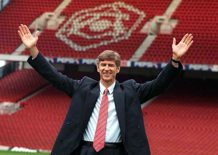 HLV Wenger những ngày đầu đến với Arsenal.