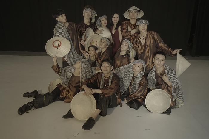 Quang Đăng nhận thấy Việt Nam có nền văn hóa bắt nguồn từ lúa nước và hình ảnh người nông dân, cánh đồng, con cò, nón lá…. rất đặc trưng. Bên cạnh đó, những điệu nhảy truyền thống của người Việt cũng rất đặc biệt.