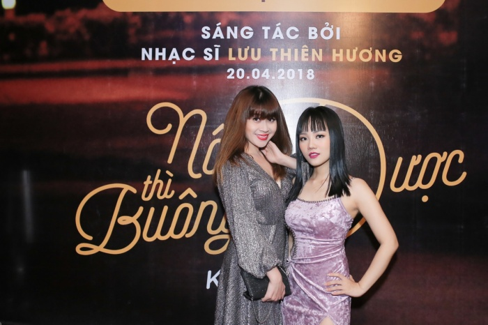 Lưu Thiên Hương đến chung vui cùng cô trò nhỏ.