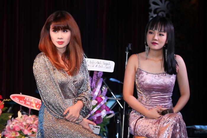 """""""Nói thẳng, các bạn trẻ mua nhạc Lưu Thiên Hương thì không đủ tiền nên tôi thường tặng luôn"""" - Nữ nhạc sĩ tâm sự."""