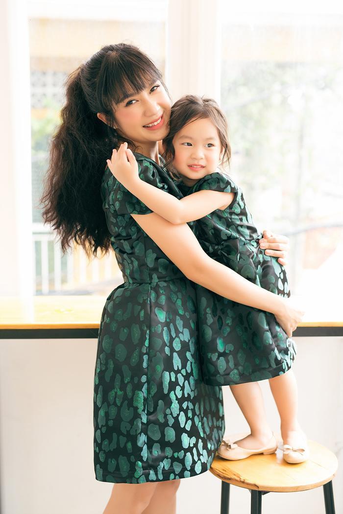 Con gái thứ hai – Nguyễn Hà Hải My có chữ lót được ghép từ tên bố mẹ. Về phần tên Cherry do lúc Minh Hà mang bầu cả hai vợ chồng đều thích ăn loại trái cây này nên lấy đặt luôn cho bé.