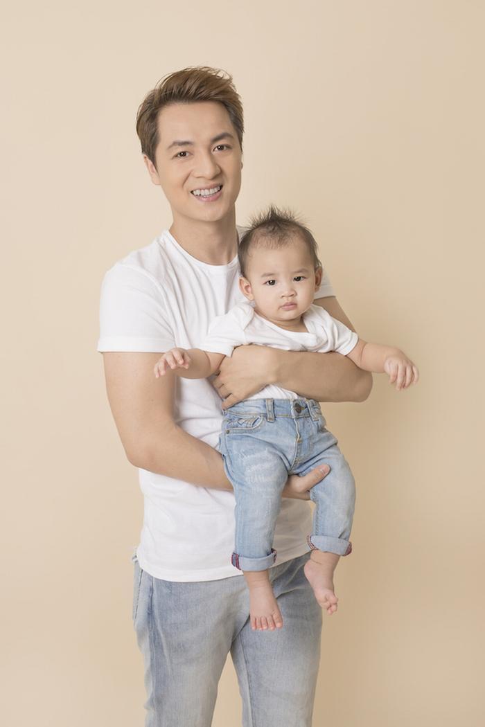Con trai út nhà Đăng Khôi có cái tên tượng trưng cho tình yêu của bố mẹ – Đăng Anh. Đây chính là sự kết hợp từ chữ lót tên hai vợ chồng.