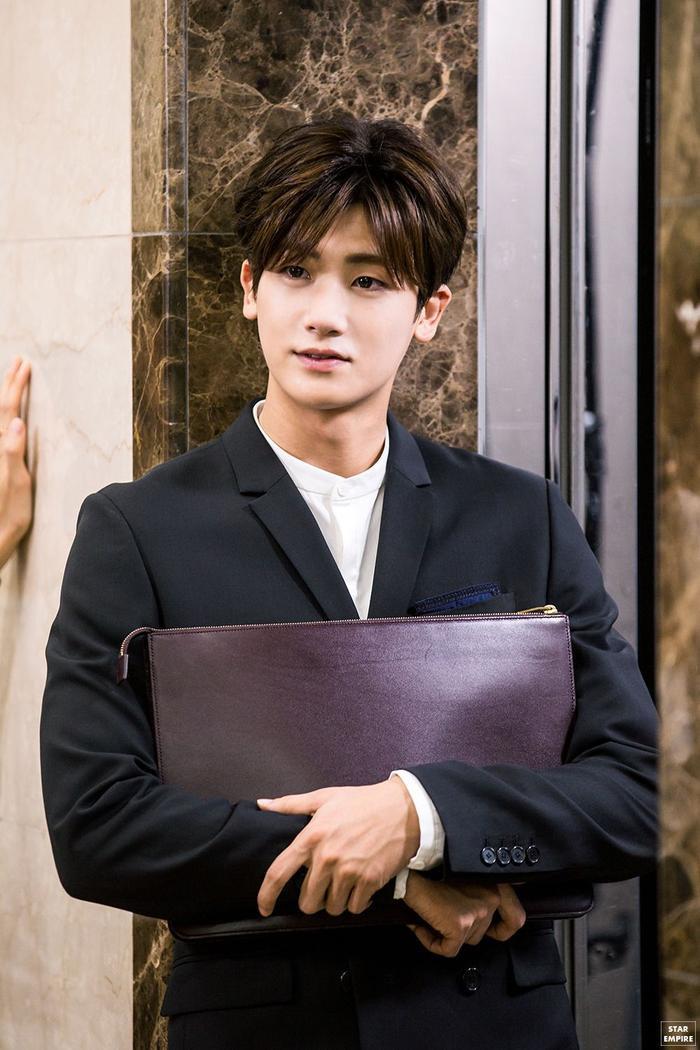 Yêu chị đẹp thì cứ để Jung Hae In lo còn Park Hyung Sik yên tâm mặc suits và đấu trí ảnh 10
