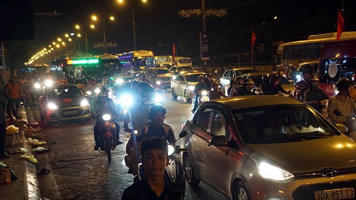 Lưu lượng phương tiện đổ về Thủ đô đông hon.
