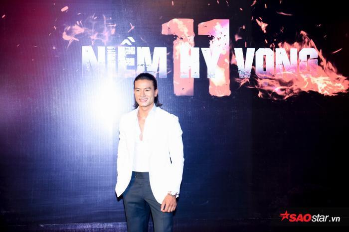 Hiếu Nguyễn trong vai Nam - siêu sao của đội tuyển Việt Nam, là kẻ chung tình, vượt qua những thăng trầm cuộc đời vẫn không quên được mối tình thuở nhỏ cùng Trang.