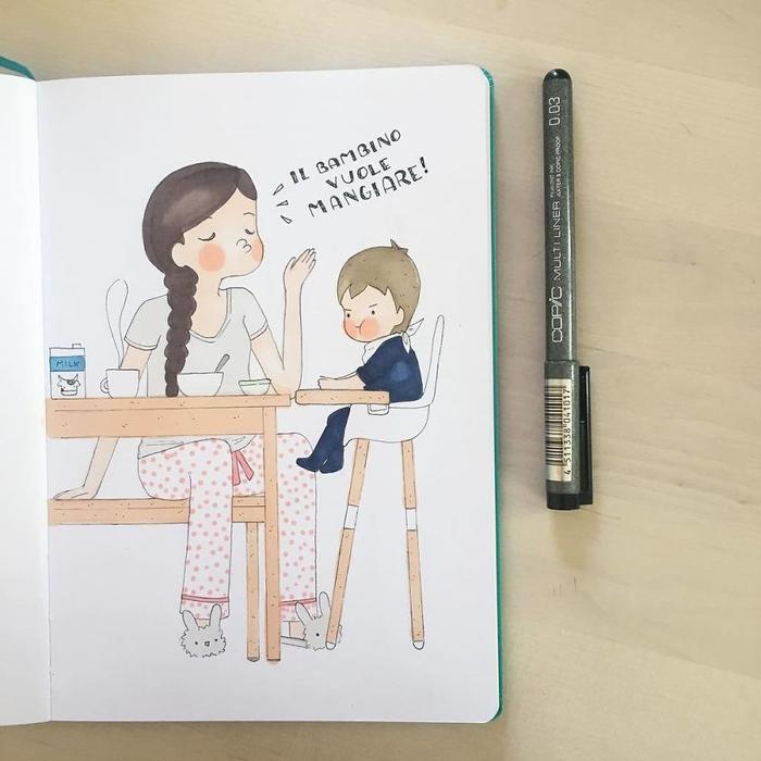 Tranh thủ giờ ăn trưa hai mẹ con cùng nhau học ngoại ngữ.