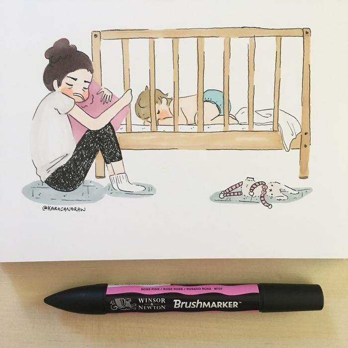 Hình ảnh xảy ra khi em bé khó ngủ vì mọc răng, nhưng mẹ vẫn muốn nghiêm khắc hoàn thành khóa học cho bé tự ngủ một mình.