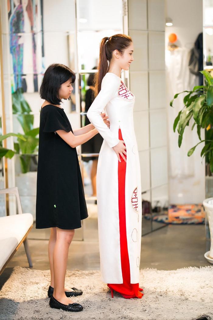 Quỳnh Hương chọn áo dài làm trang phục chính bước lên thảm đỏ Cannes.