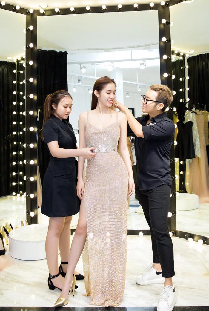 Với khả năng giao tiếp tiếng Anh giỏi, nữ diễn viên Việt Nam có điều kiện tốt để tham dự bữa tiệc tầm cỡ thế giới.
