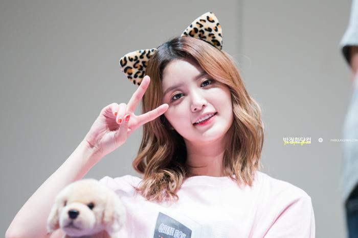 Điểm thu hút nhất ở Junghwa – theo như các thành viên và LEGGO nhện xét – chính là nụ cười tươi của cô nàng. Nhưng hơn hết, chính nhờ tính cách đáng yêu, lạc quan vui vẻ mà Pặc Bông luôn được mọi người yêu mến.