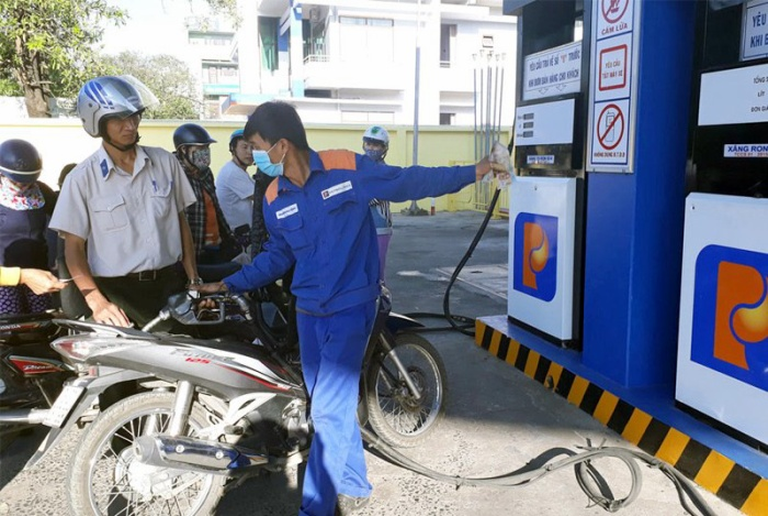 Giá xăng dầu tăng mạnh.