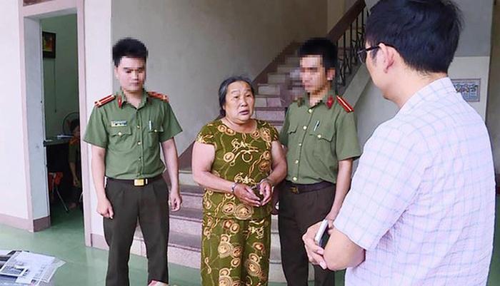 Bà Nguyễn Thị Hương bị bắt giữ (ảnh Minh Tâm).