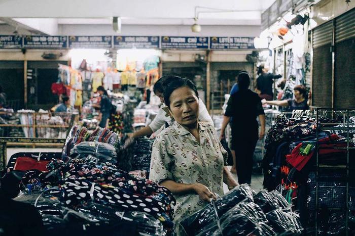 Dù khó nhọc, mệt mỏi nhưng đây là nguồn thu nhập quan trọng đối với những lao động nữ nhập cư giúp họ nuôi sống bản thân, gia đình.
