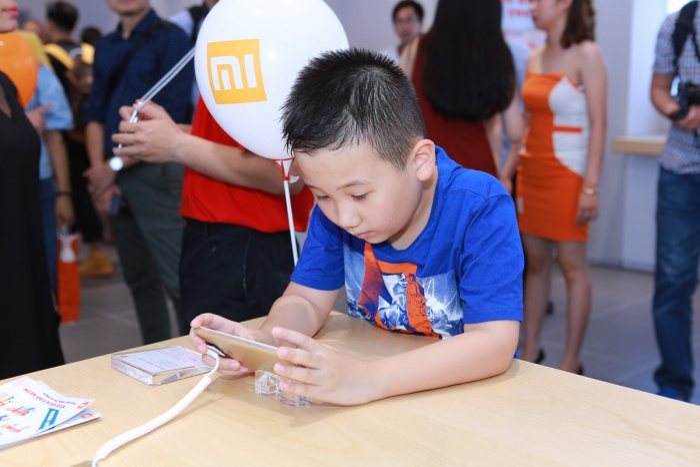 Sự kiện Mi Store khai trương cửa hàng đầu tiên tại Hà Nội thu hút được khá nhiều sự quan tâm.