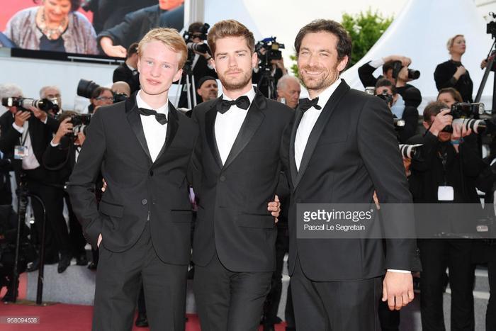 Nam diễn viên Victor Polster, đạo diễn Lukas Dhont và nam diễn viên Arieh Worthalter.